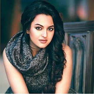 Simple and hot sonakshi sinha a very simple girl and daughter of Satrughan sinha
