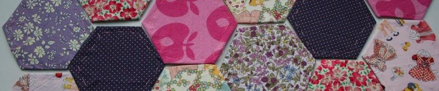 http://pralerier.blogspot.dk/2010/04/diy-patchwork-med-sekskanter.html
