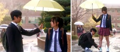 Ahn Do Gyu 안도규 as young Kim Ji Yong lends the young Uh Soo Sun played by Go Ah Ra 고아라 an umbrella while he ties her shoe.