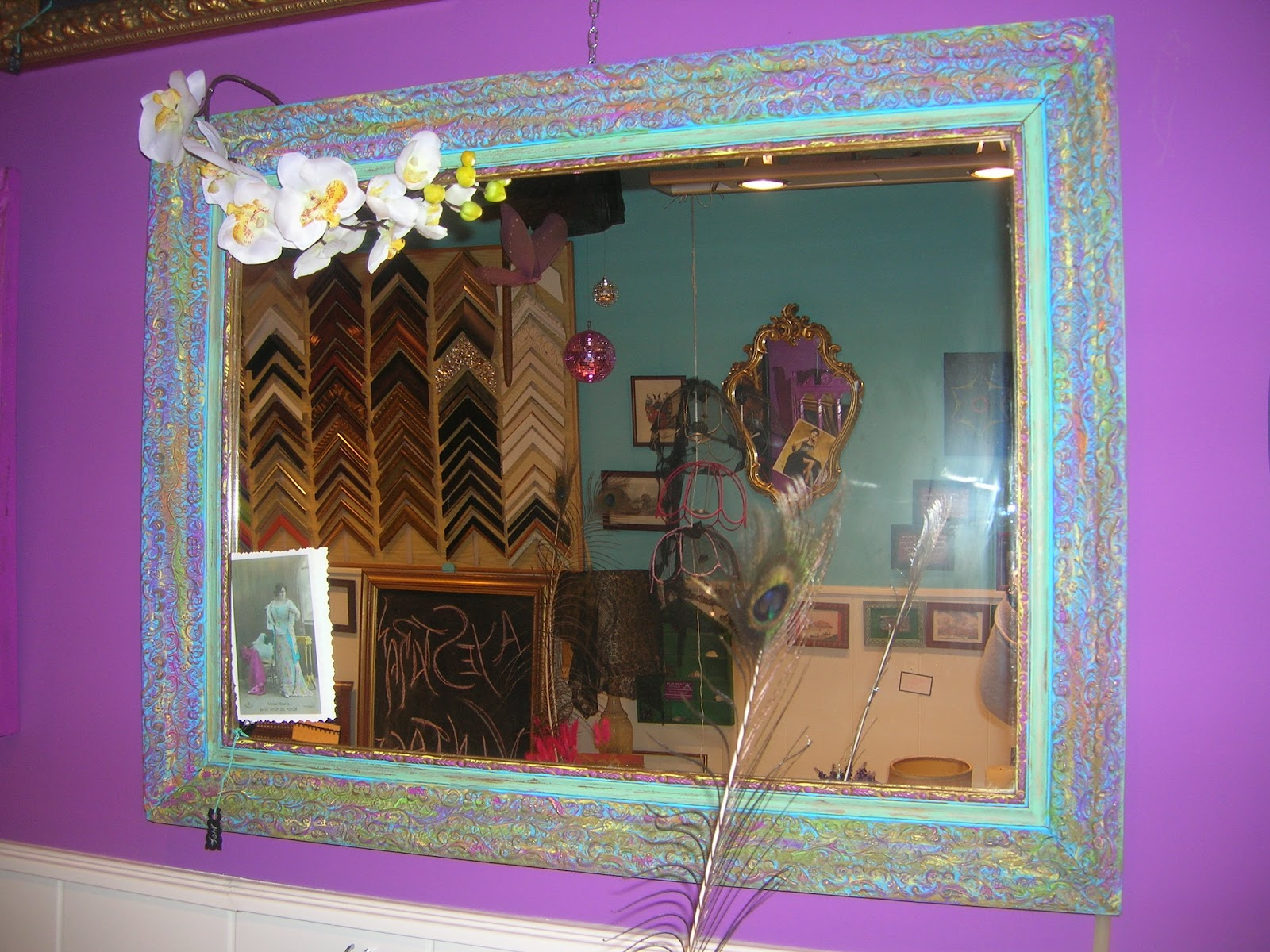Como decorar un espejo sin marco imagui for Espejos ovalados sin marco