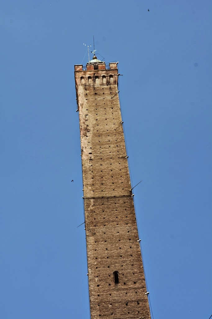 Asinelli Tower Bologna leaning