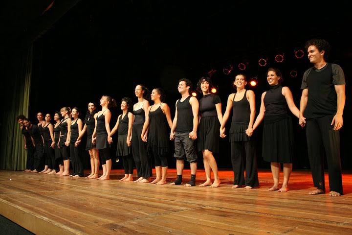 Núcleo de Formação 2007 no palco do Teatro da Caixa durante Jogo de Cena