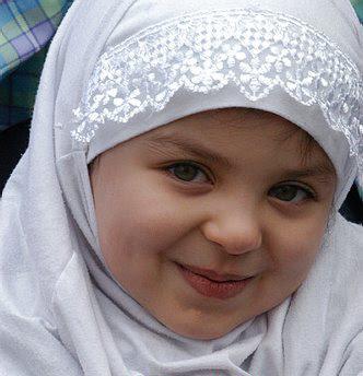 Gadis Kecil Imut Cantik Berjilbab