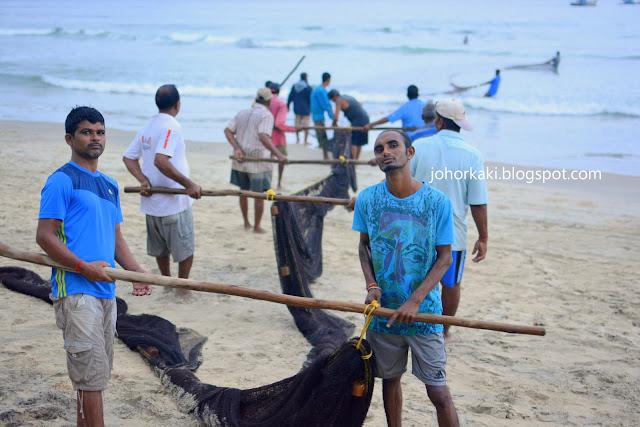 Goa-Beach-India-Watching-Goan-Fishermen