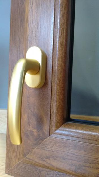 Las manillas en las ventanas de pvc y aluminio ventanas - Manillas para puertas de madera ...