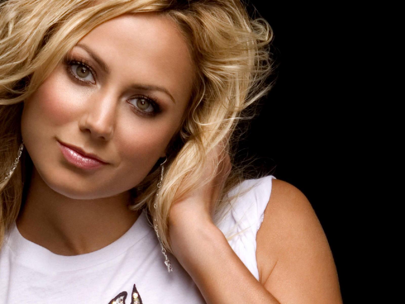 http://2.bp.blogspot.com/--DdvIzawKFU/TcYH9OPr91I/AAAAAAAAAPA/607RrCDfS6A/s1600/Stacy-Keibler.jpg