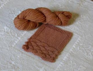 Lana islandese tinta naturalmente, colore 04 castano legno di rosa