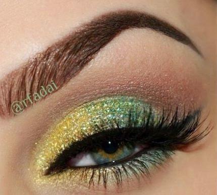 maquillaje de ojos para la noche con sombras glitter