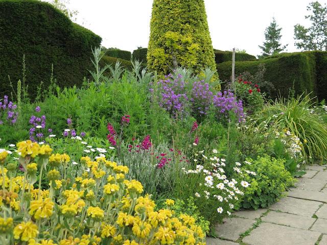 En el jardin inglaterra 2015 aprendiendo nuevamente de for Canteros de jardin