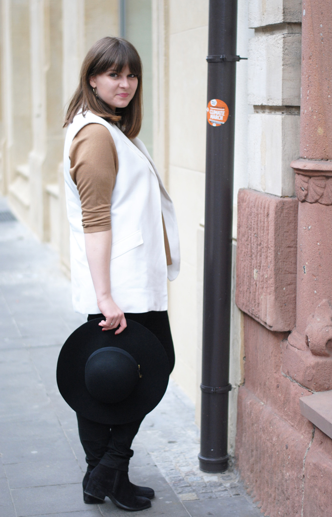 outfit felt hat white long vest