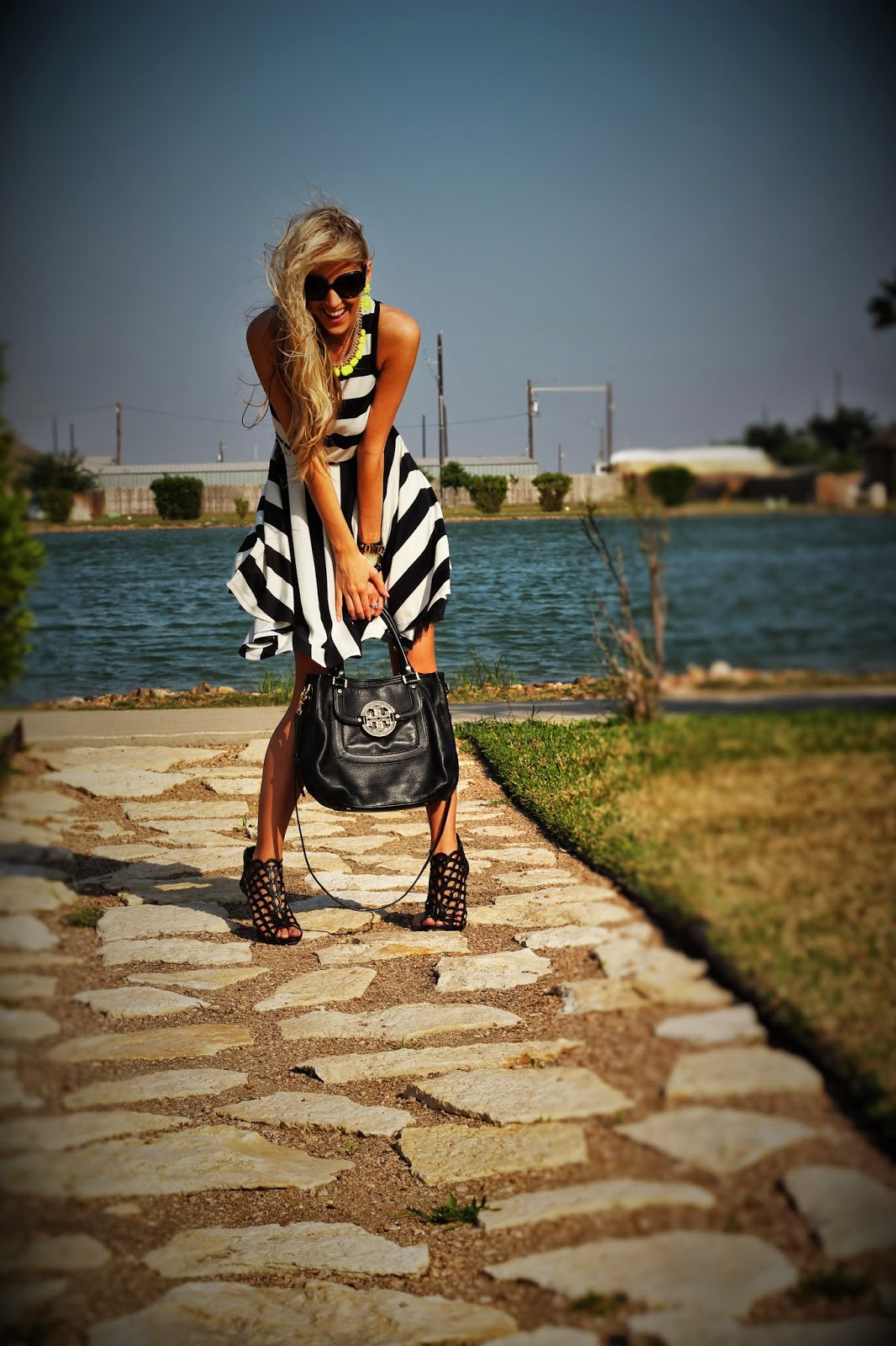 http://www.fabphilosophy.blogspot.com/2014/05/black-white-with-pop-of-color.html