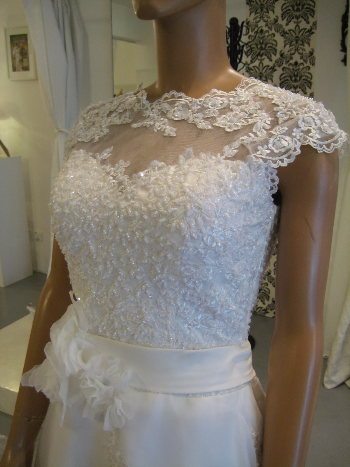 My bridal gown lace boat neck lace v back organza for Boat neck lace wedding dress
