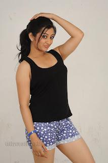 Cute Cheste Movie heroine Tanishka Pictures 013.jpg