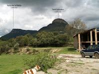 La Serra de la Malla i el Turó de Sant Salvador des de la pallissa d'El Mas de L'Espunyola