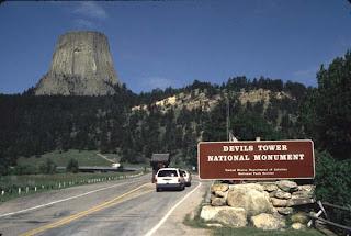 http://2.bp.blogspot.com/--EtpFwFwGyE/Te7cfppNPdI/AAAAAAAAB1g/3bPaRGGMpQQ/s320/1422_-_Devils_Tower_Entrance.jpg
