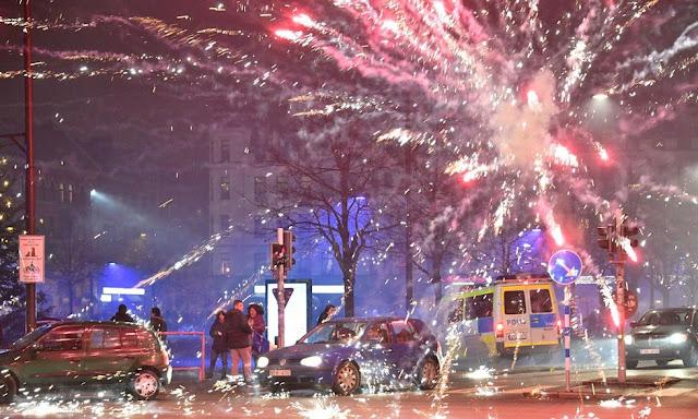 Λαθρομετανάστες στην Σουηδία μετέτρεψαν την Πρωτοχρονιά σε πεδίο μάχης - Φώναζαν «τζιχάντ» και κατέστρεφαν αυτοκίνητα! (Εικόνες-Βίντεο)