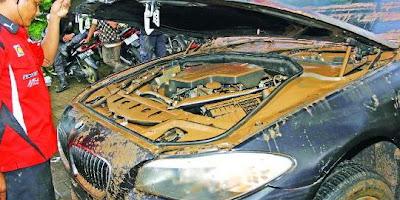 Perbaikan Ruang Mesin Mobil Pasca Terendam Banjir, Agung Car
