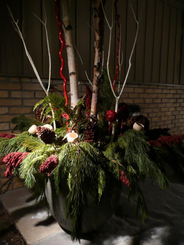Kiki interiors decor and staging holiday outdoor planters - Bodenvasen dekorieren weihnachten ...