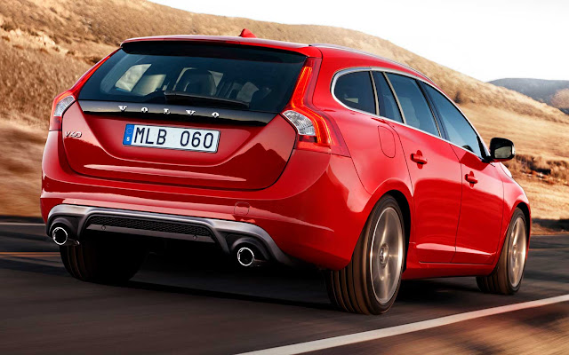 Rear 3/4 view 2015 Volvo V60 T6 R-Design