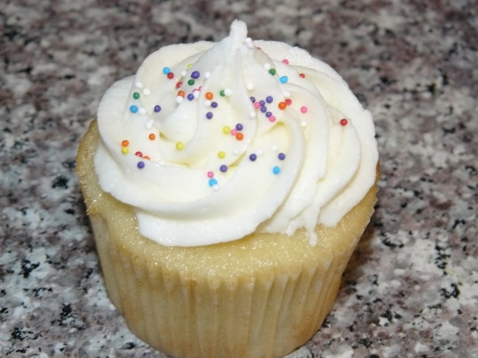 Basic Vanilla Cupcakes With Vanilla Cream Cheese Icing Recipe ...