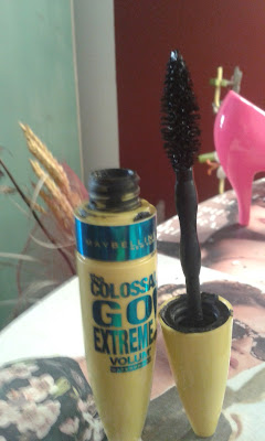 mascara the colossal go extreme volume waterproof maybelline
