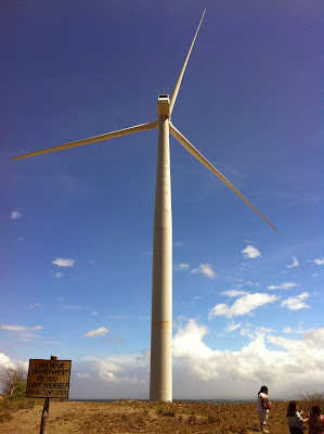 http://www.wanderfulexperience.info/2013/07/electrifying-images-of-windmills-in.html