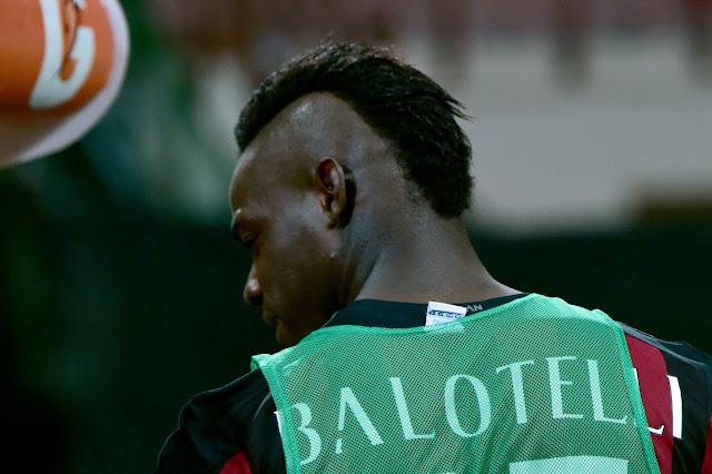 Balotelli perde habilitação por dirigir em alta velocidade (Foto: Giuseppe Cacace/AFP)