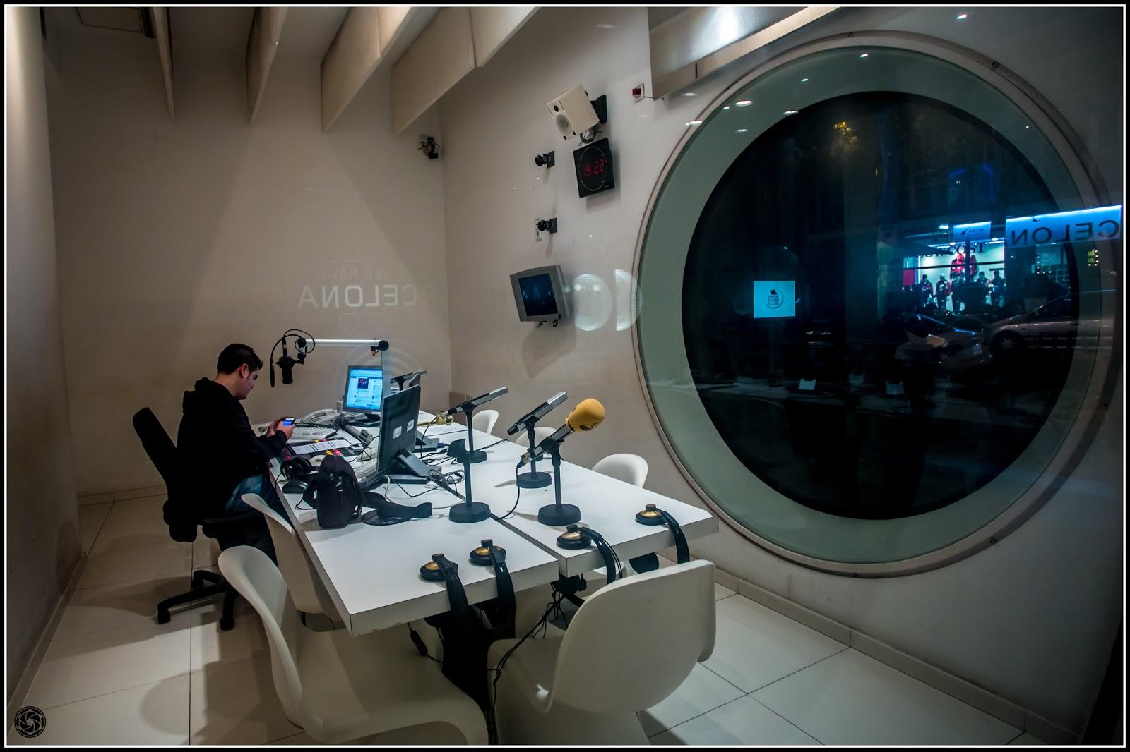 Radio Barcelona SER, en calle Caspe: Canon EOS 5D MkIII | ISO 800 | Canon 17-40@17mm | f/5.0 | 1/25s