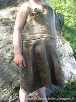 http://leipoenjaneuloen.blogspot.fi/2015/06/juhlamekko-tai-roolivaate-vanhoista.html
