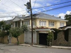 en esta casa de Alto Seguencoma funciona la oficina del narcopolicía Cigein. aquí concurrió Lourde