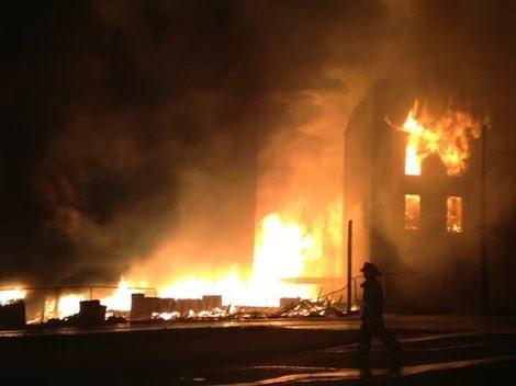 Quanh cảnh biểu tình đốt phá ở Baltimor - Mỹ