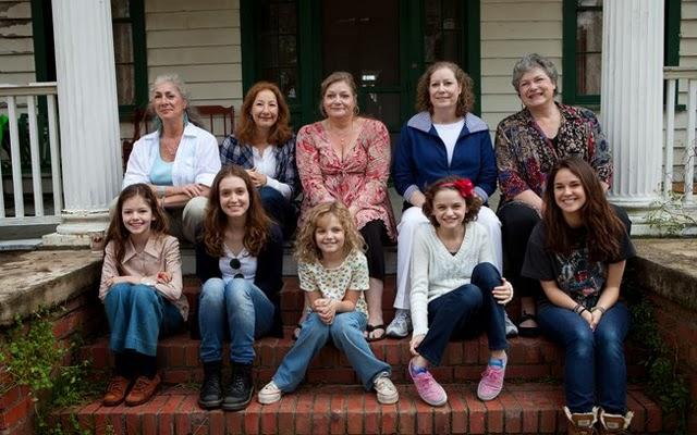 As irmãs Perron da vida real e as atrizes que as interpretam em 'Invocação do Mal'