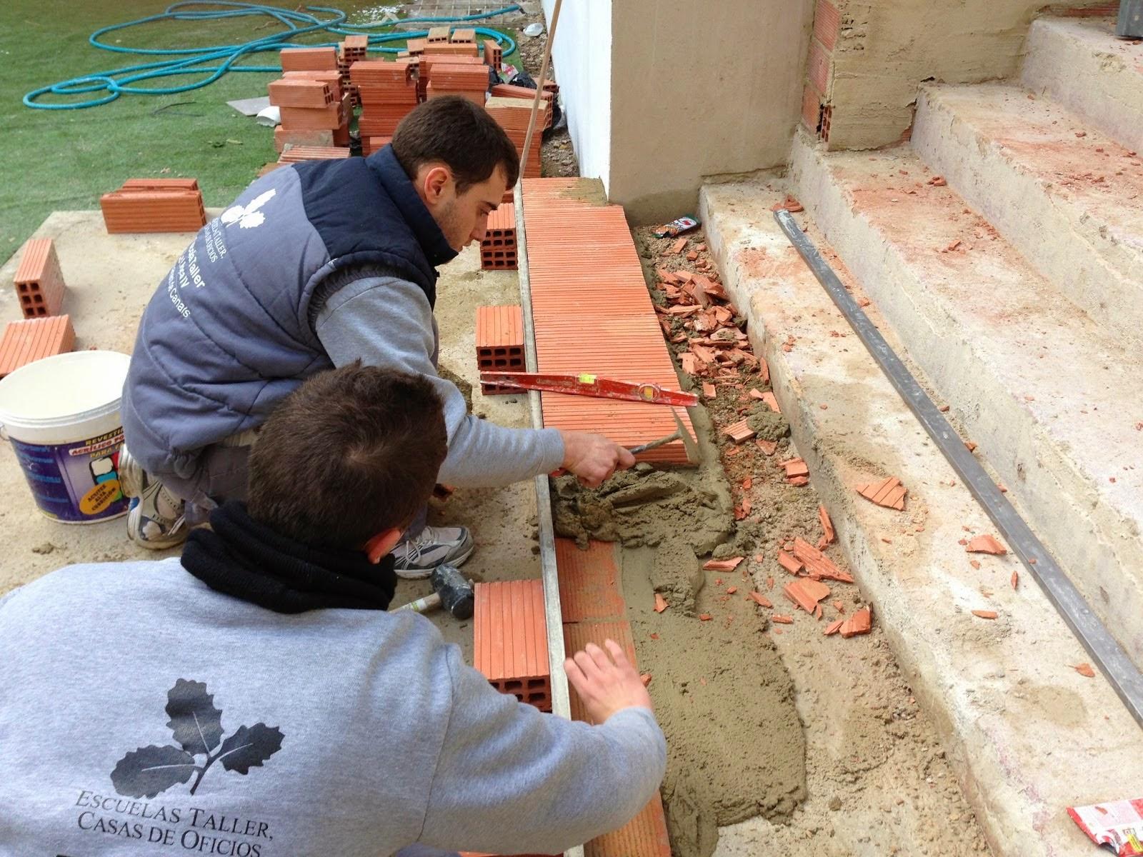 El maestro de obras xavier valderas construcci n de escaleras for Construccion de piscinas con ladrillos