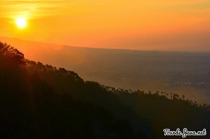 menanti pagi dan pesona sunrise mentari gunung banyak