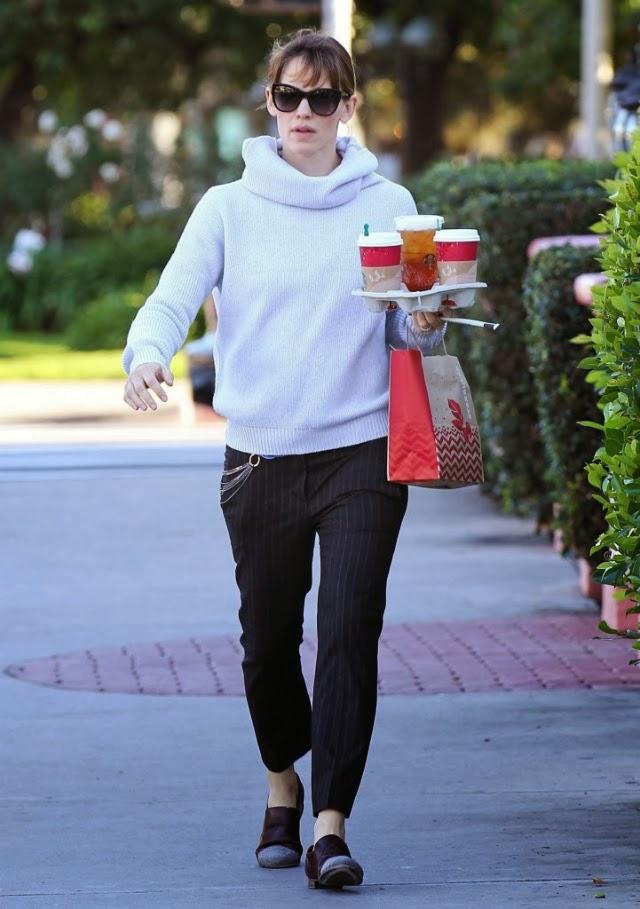 Jennifer Garner parece tener un trabajo temporal como mesera