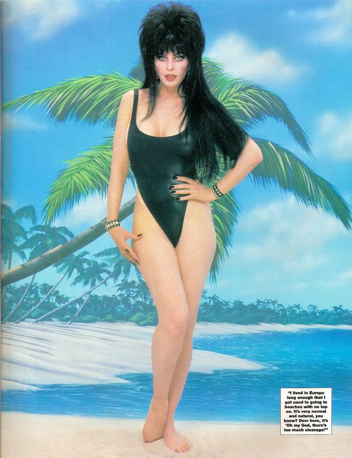 Elvira im Bikini