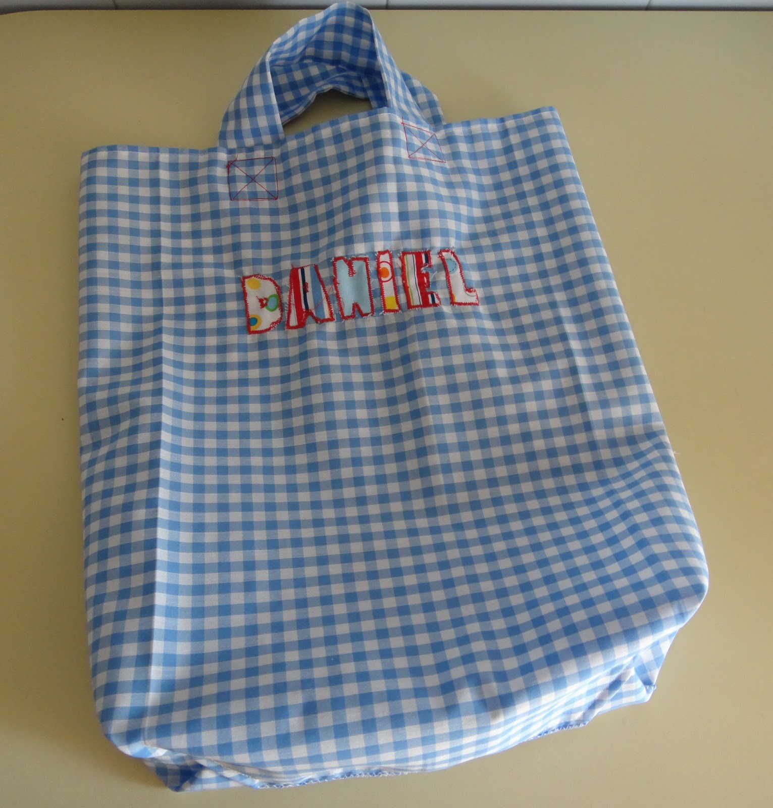 El taller de Naidú: Bolsa de tela con forma de bolsa de papel.