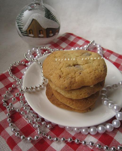 Pyszne ciasteczka 'Pieguski' z czekoladą i orzechami nerkowca