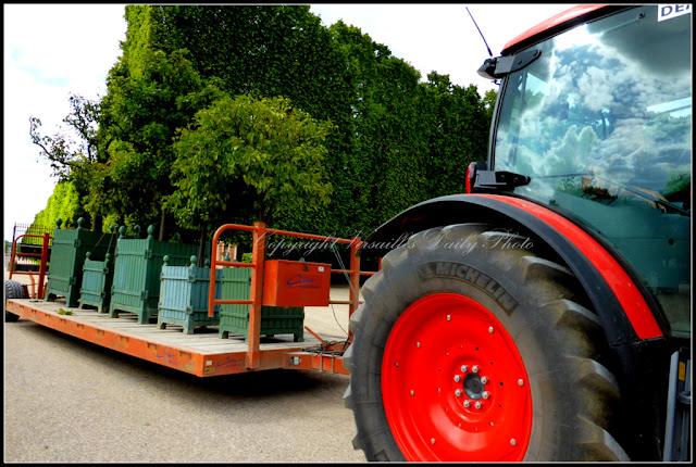 Tractor Versailles palace