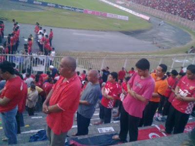 Shalat Di Stadion