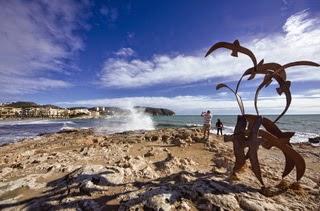 Woeste zee en prachtige lucht in Moraira