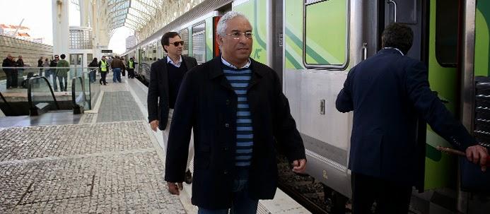 António Costa a apanhar o comboio
