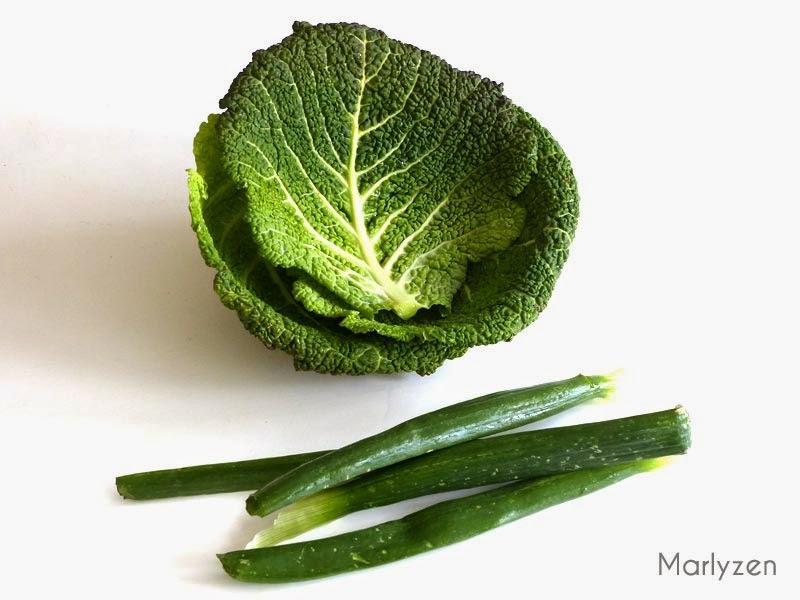 Chou frisé et oignon vert.
