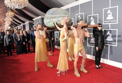 http://2.bp.blogspot.com/--JZU14srLGo/TV1x_DLvehI/AAAAAAAAATQ/ikS2mLoeAbE/s1600/2011_02_LadyGagaEgg.jpg