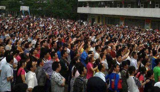 Greve na maior fábrica de tênis do mundo em Dongguan, China.