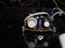 La placa que controla el volumen de los altavoces