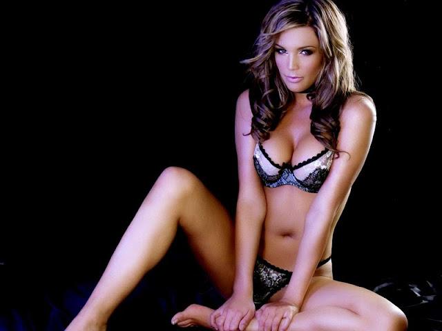 Danielle Lloyd sexy in bikini fashion
