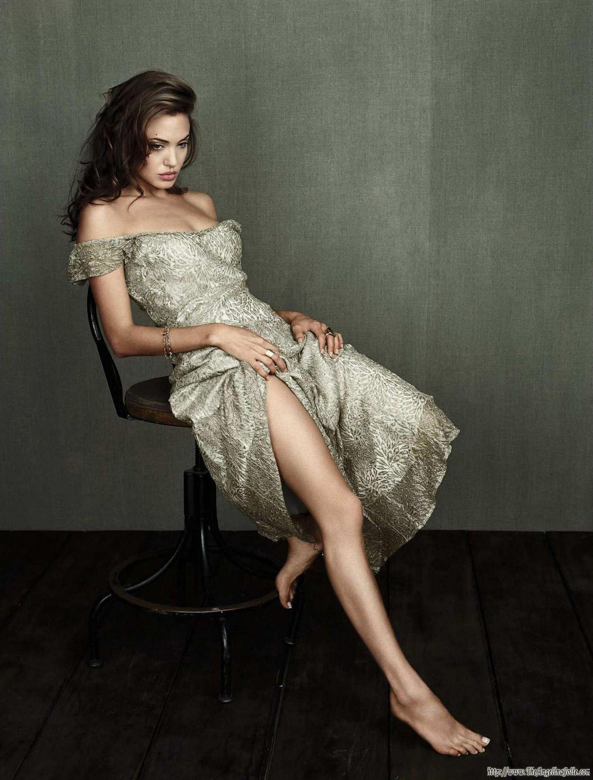 http://2.bp.blogspot.com/--JyhdniMIO4/T_RMunmZqtI/AAAAAAAAUHw/fALew9q7Apg/s1600/Angelina_Jolie_Wallpaper_D6B59K.jpg