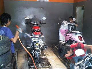 Cara Mencuci Motor Dengan Benar