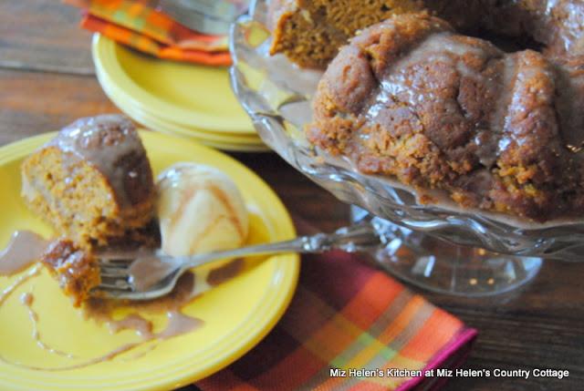 Pumpkin Spice Coffee Cake at Miz Helen's Country Cottage